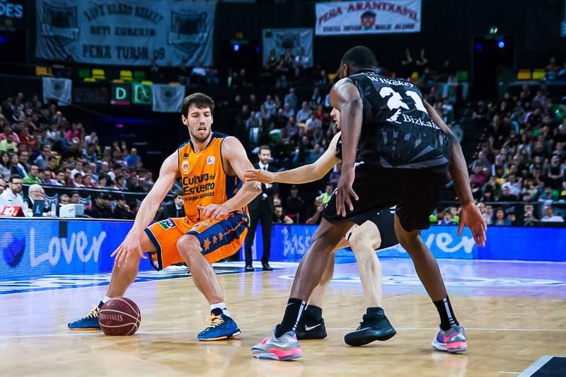 Van Rossom recibe un dos contra uno (Foto: Luis Fernando Boo).