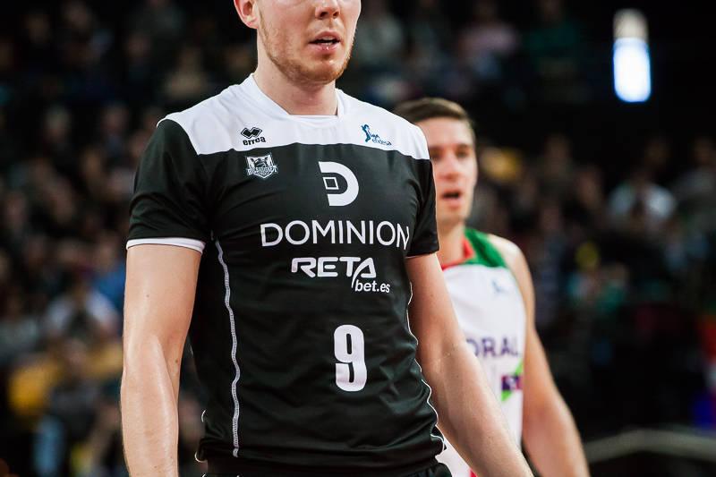 El Bilbao Basket estrenó camisetas de juego con manga (Foto: Luis Fernando Boo).