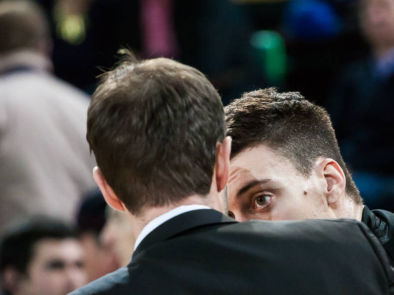 Suarez recibe instrucciones de Sito Alonso (Foto: Luis Fernando Boo).