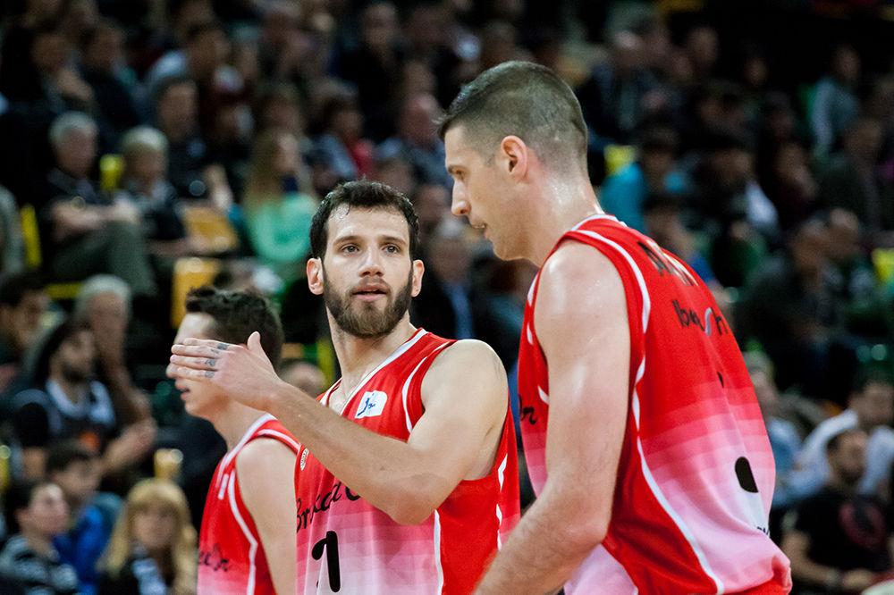 Giannopoulos y Asselin comentan una jugada (Foto: Luis Fernando Boo).