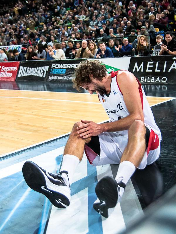 Roger Grimau se duele de un golpe (Foto: Luis Fernando Boo).