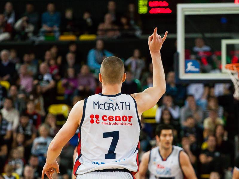 McGrath indica una jugada a sus compañeros (Foto: Luis Fernando Boo).