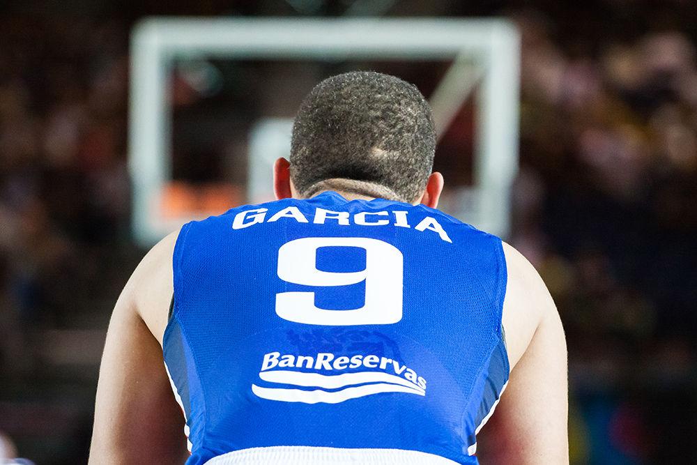 Fracisco García, esperando en su canasta (Foto: Luis Fernando Boo).