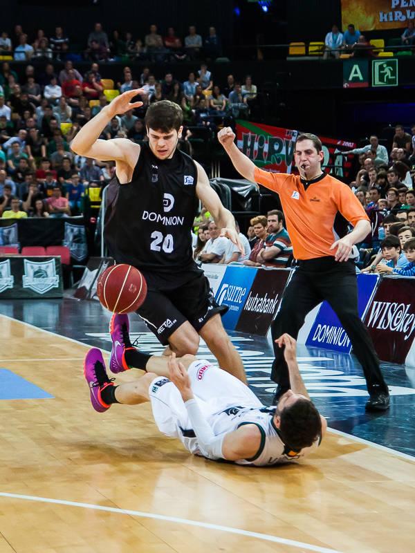 Falta en ataque de Dejan Todorovic (Foto: Luis Fernando Boo).