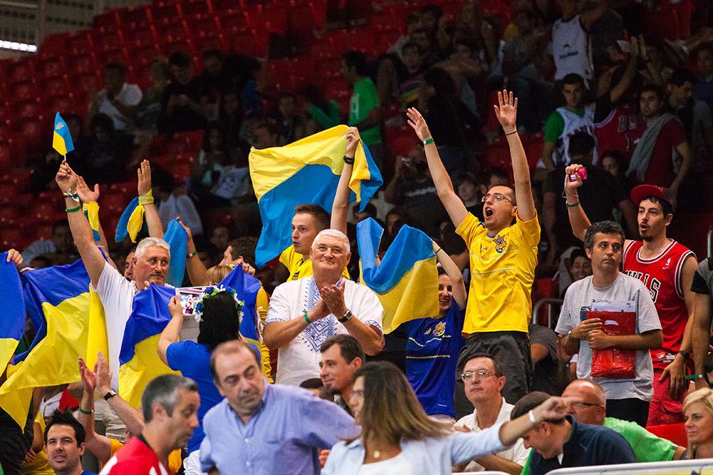 Los aficionados ucranianos celebran la victoria de su equipo (Foto: Luis Fernando Boo).