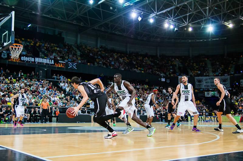 Marko Todorovic enfila el aro rival (Foto: Luis Fernando Boo).