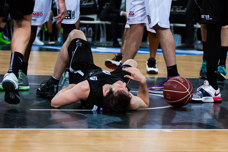 Raul López se duele de un golpe (Foto: Luis Fernando Boo).