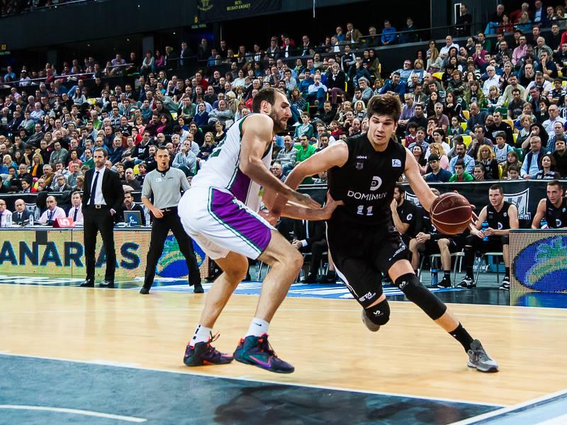 Todorovic se escapa de Golubovic (Foto: Luis Fernando Boo).
