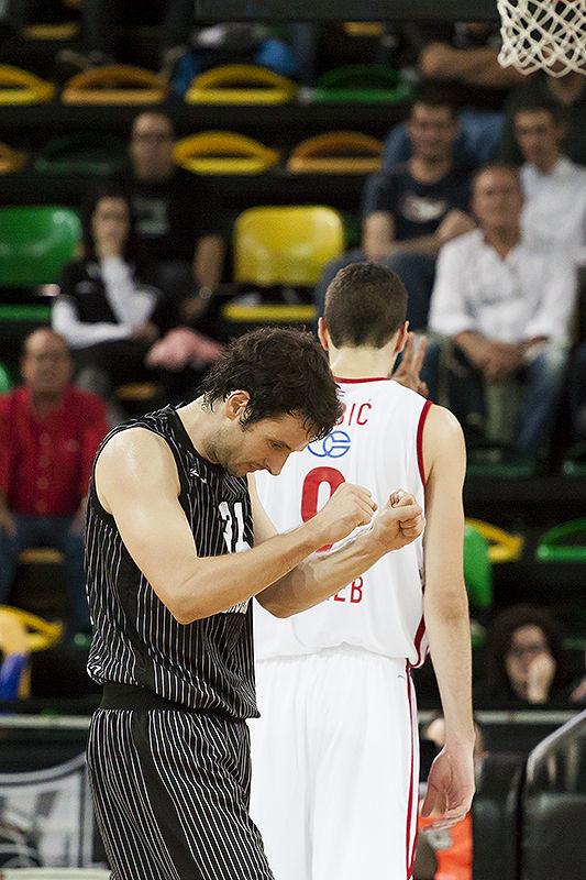 Raul López se lamenta de una acción (Foto: Luis Fernando Boo).