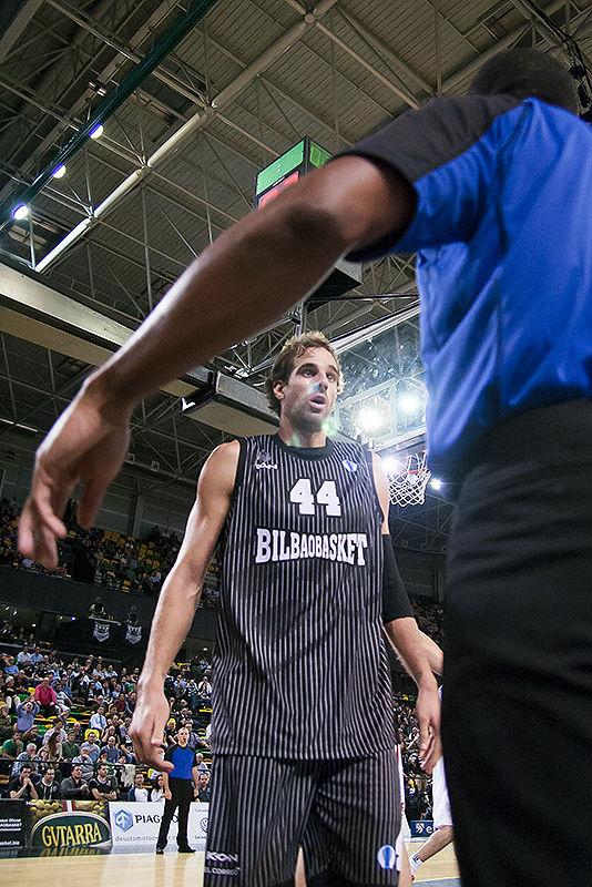 Grimau pide explicaciones al árbitro (Foto: Luis Fernando Boo).
