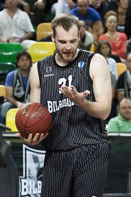 Kavaliauskas echa la culpa al sudor de una pérdida de balón (Foto: Luis Fernando Boo).
