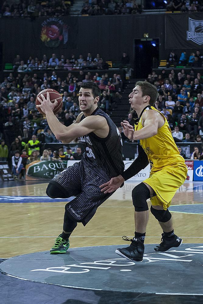 Zoran Vrkic inicia una penetración (Foto: Luis Fernando Boo).