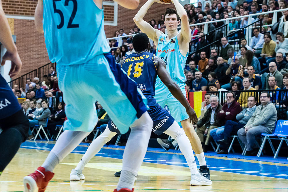 Korucs con el balón (Foto: Christian García)