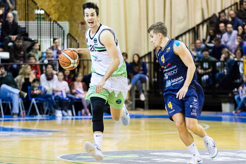 Dani Martínez con el balón (Foto: Christian García)