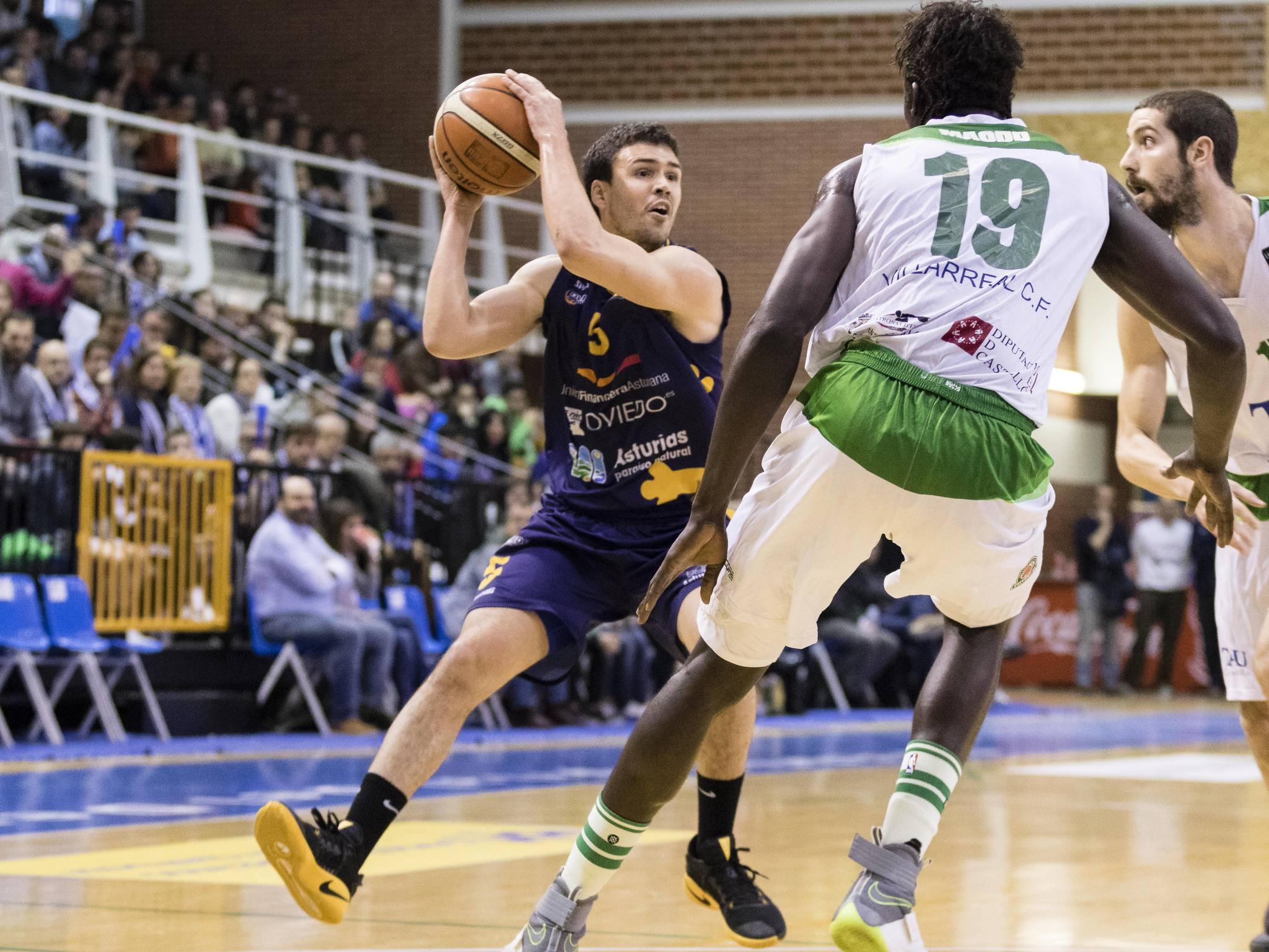 Dani Pérez defendido por Maodo Nguirane (Foto: Christian García)