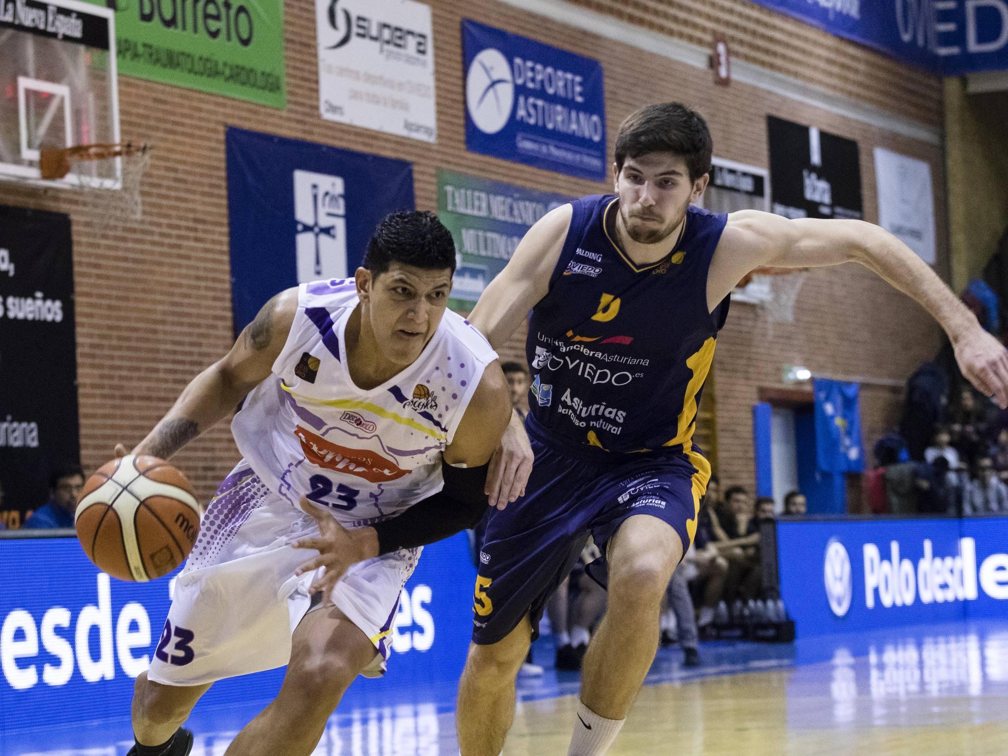 Jhornan Zamora directo a canasta (Foto: Christian García)