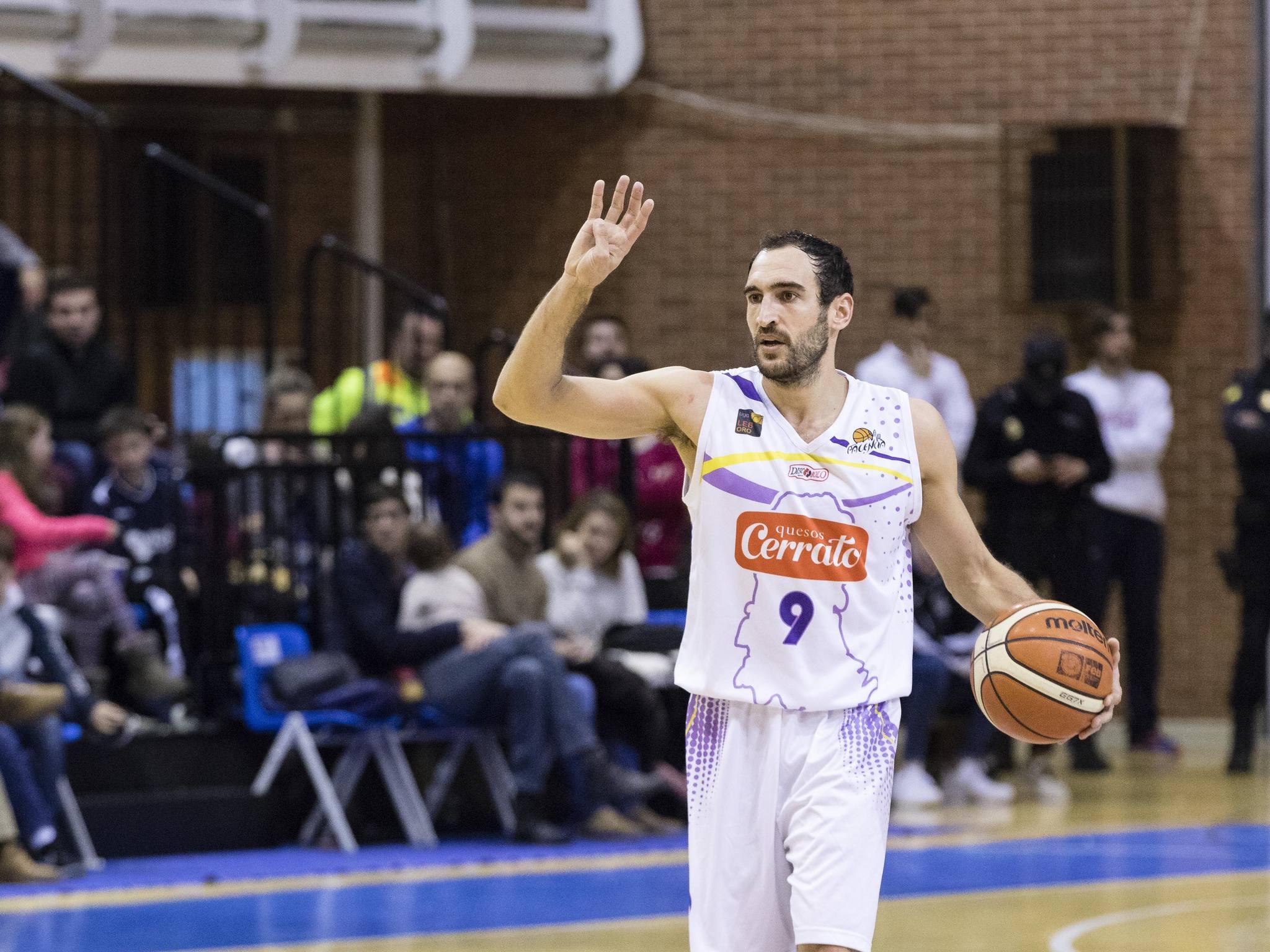 Manu Rodríguez dirigiendo el ataque (Foto: Christian García)