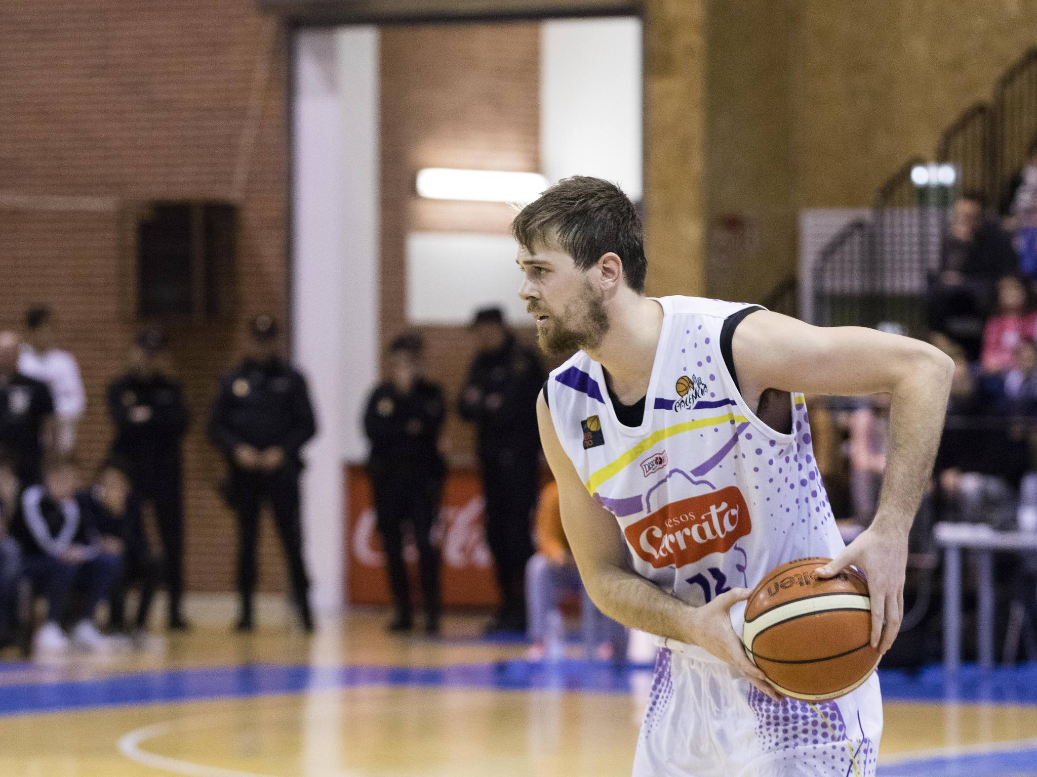 Joan Tomàs en posesión del balón (Foto: Christian García)