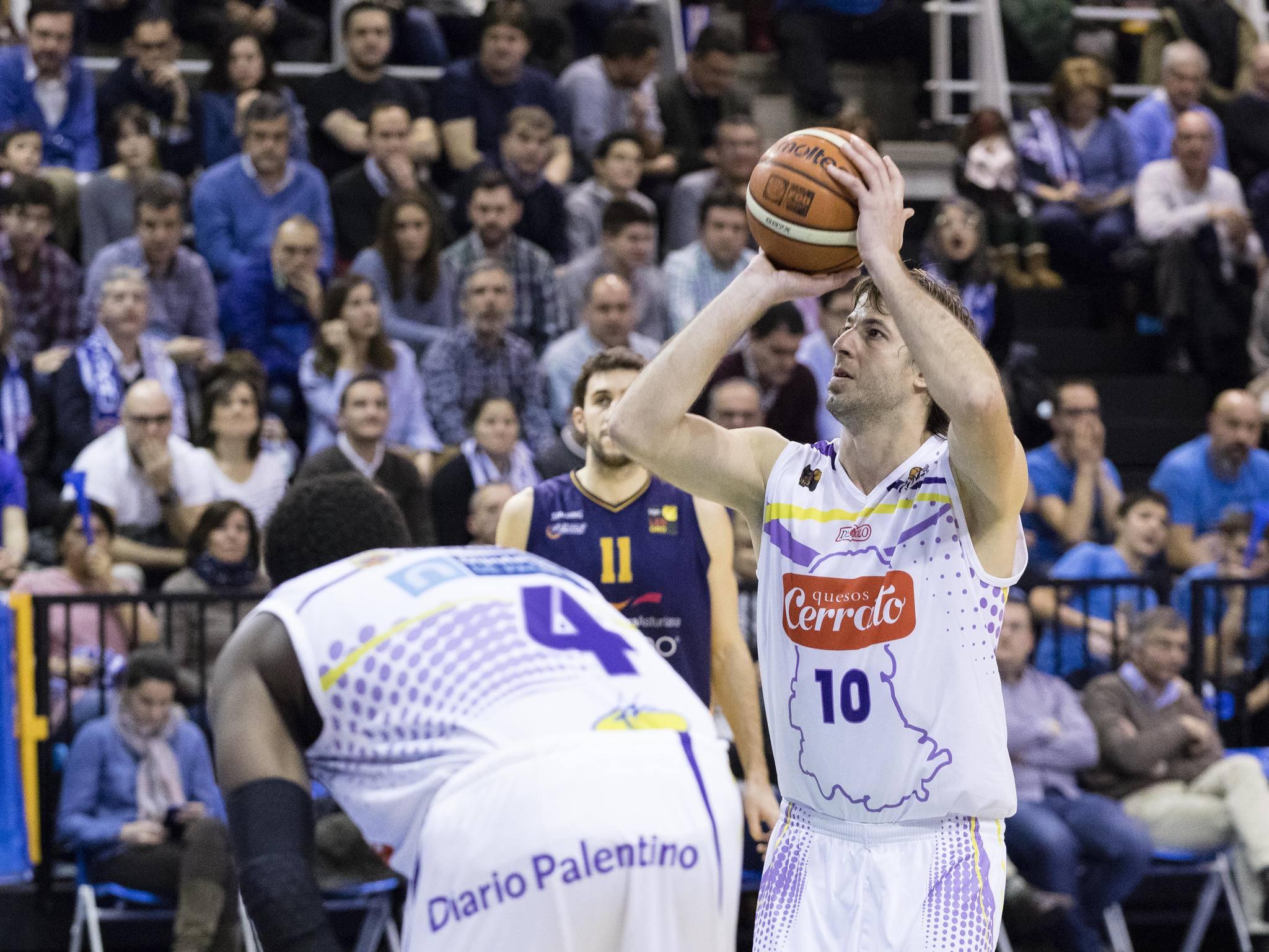Urko Otegui desde el tiro libre (Foto: Christian García)