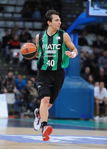 Federico Van Lacke subiendo el balón.<br> Foto: Charly Mula