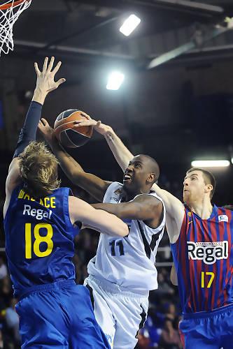 Tapon de Fran Vazquez sobre Milt Palacio. Foto: victorsalgado.com