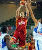 Lanzamiento de Pero Antic (Foto FIBA/Castoria/Wiedensohler)