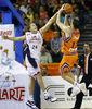 Suspensión de Rafa Martínez ante Oleson (ACB Photo/Polo)