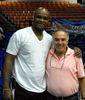 Antoine Walker con un dirigente de los Mets de Guaynabo (Foto: metsdeguaynabo.com)