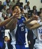 Anti Nikkila pugna por un balón con Ondrej Starosta (Foto: Melilla Baloncesto)