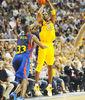 Suspensión de Kobe Bryant ante Pete Mickeal (Foto: Víctor Salgado)