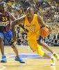 Kobe Bryant, ante Pete Mickeal (Foto: Víctor Salgado)
