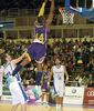 Marcus Slaughter, directo hacia al aro (ACB PHOTO / C.Minguela)