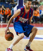 Navarro se pasa el balón por la espalda (Foto: Lafargue)