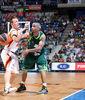 Gerald Fitch, defendido por Rafa Luz (ACB Photo/ Mariano Pozo)