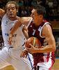 Janis Blums ante Noah. El letón sumó 32 puntos ante Francia (Foto: FIBA Europe/Castoria/Metlas/MN Press)