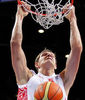 Poderoso mate de Mozgov (Foto FIBA Europe/Castoria)