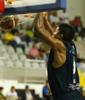 Antonio Peña Wright machaca el aro (Foto: César Borja /UB LA PALMA)