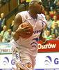 Michael 'Big' Ansley con bastantes menos kilos penetrando a canasta (Foto: stal.e-basket.pl)