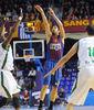 Triple de Juan Carlos Navarro punteado por Henry Domercant. Foto: victorsalgado.com