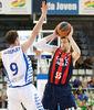 Llompart en acción ante Nocioni (ACB Photo-Oscar Gimeno)