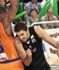 Antelo intenta superar a Tillman (Foto: Luis Cid)