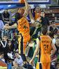 Feldeine realiza un gran mate ante Simon (Fran Martínez / ACB Photo)
