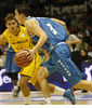 Satoransky sube el balón (ACB Photo / Tolo Parra)