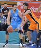 Germán Gabriel frente a Leo Mainoldi (ACB Photo / Fran Martínez)