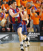 Ersan Ilyasova pasa la pelota (foto: FM)