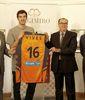 Guillem Vives, presentado como jugador de Valencia Basket