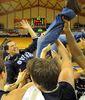 Tras la victoria, se desató la euforia por el ascenso (foto web OCB)