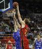 Norel anota bajo el aro (ACB Photo)