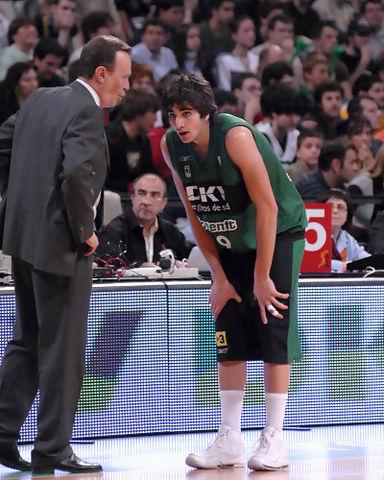 Ricky Rubio recibe instrucciones de Aito (Foto: dnavarro.es)