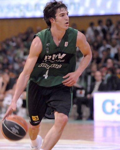 Pau Ribas subiendo el balón (Foto: dnavarro.es)